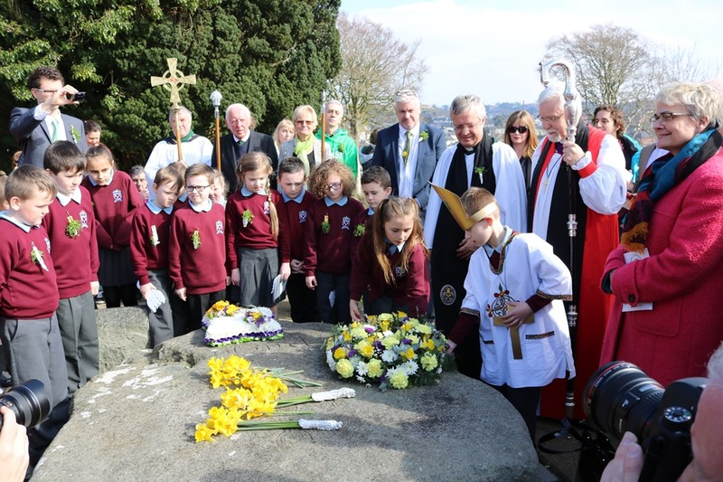 Wreath laying by Brooklands Primary
